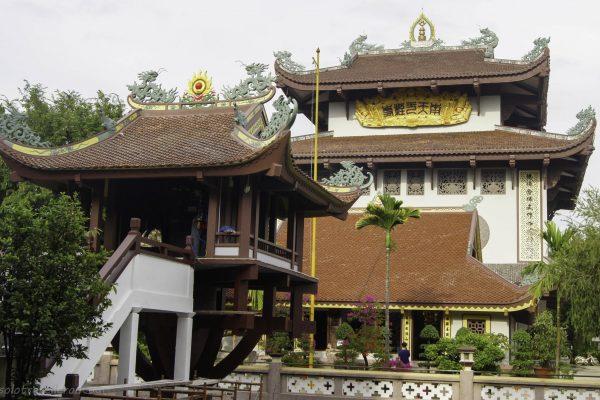 Namh Thien Nhat Tru Tu temple