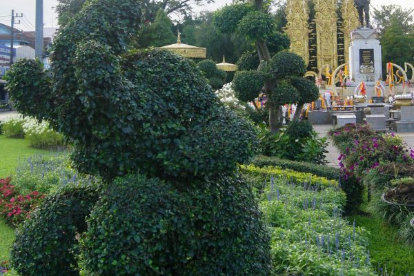 Park with statue of King Mengrai