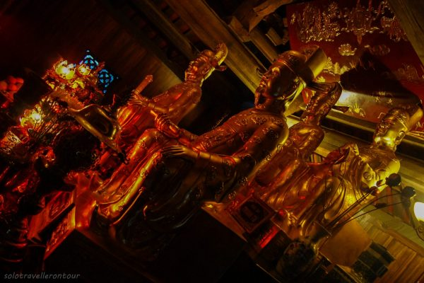 THe interior of one of the temples in Trang An