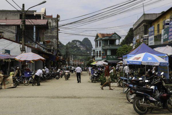 Main road of Tra Linh