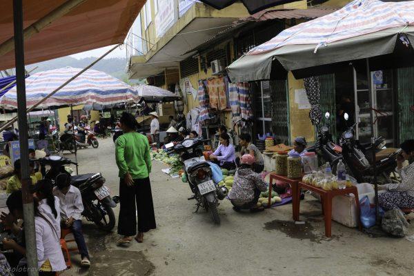 Little market in Bao Lac