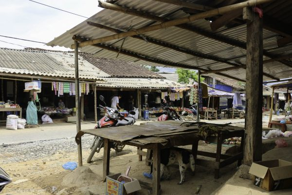 The stalls along QL4C in Khuoi Vinh