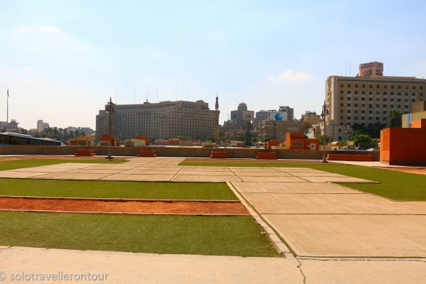 Square between the Egyptian Museum and Tahir Square