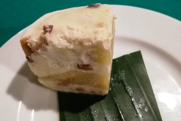 Ice cream / cake as dessert