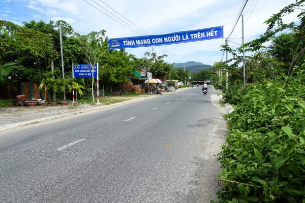 The road out of Tri Ton